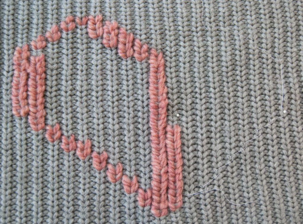 Knitting Outline Stitch : How to Make a Duplicate Stitch Heart Pillow / Amy Alan / Really Handmade